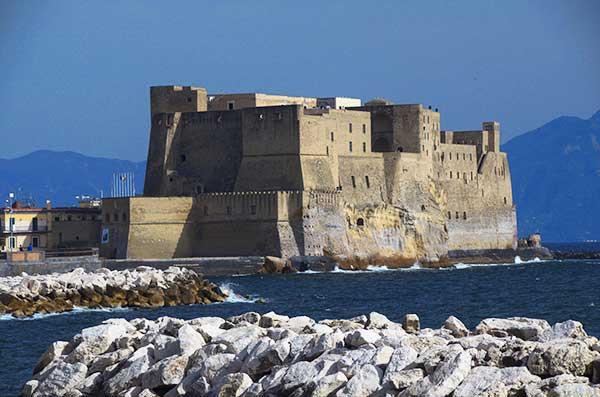 Замок Яйца (Castel dell'Ovo)