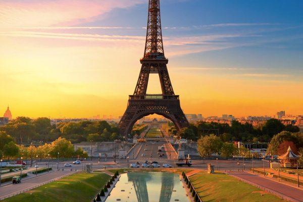 acquista uno dei voli napoli parigi dall'aeroporto di napoli