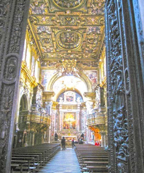 interno della chiesa di san gregorio armeno a napoli