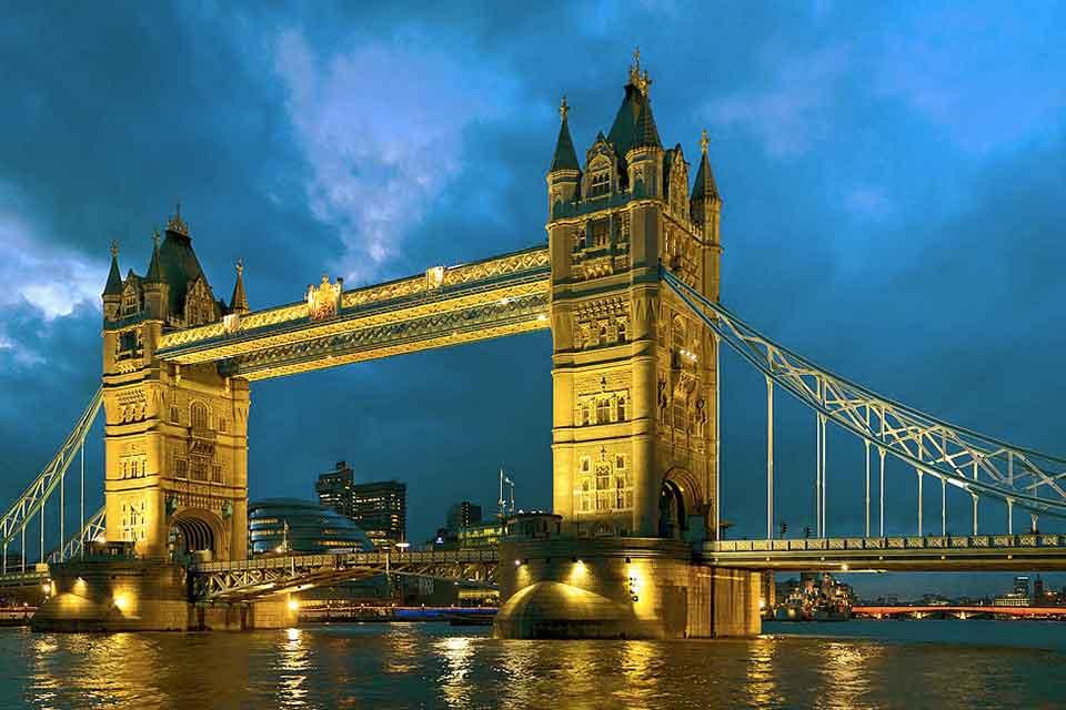 il tower bridge di londra, acquista uno dei voli napoli londra