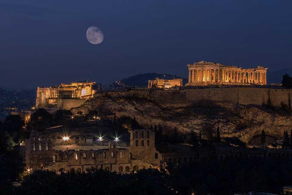 la città di atene in grecia, acquista un volo da napoli