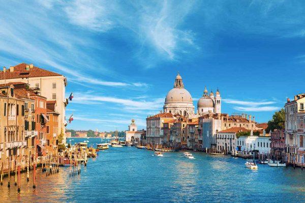 acquista uno dei voli napoli venezia dall'aeroporto di napoli