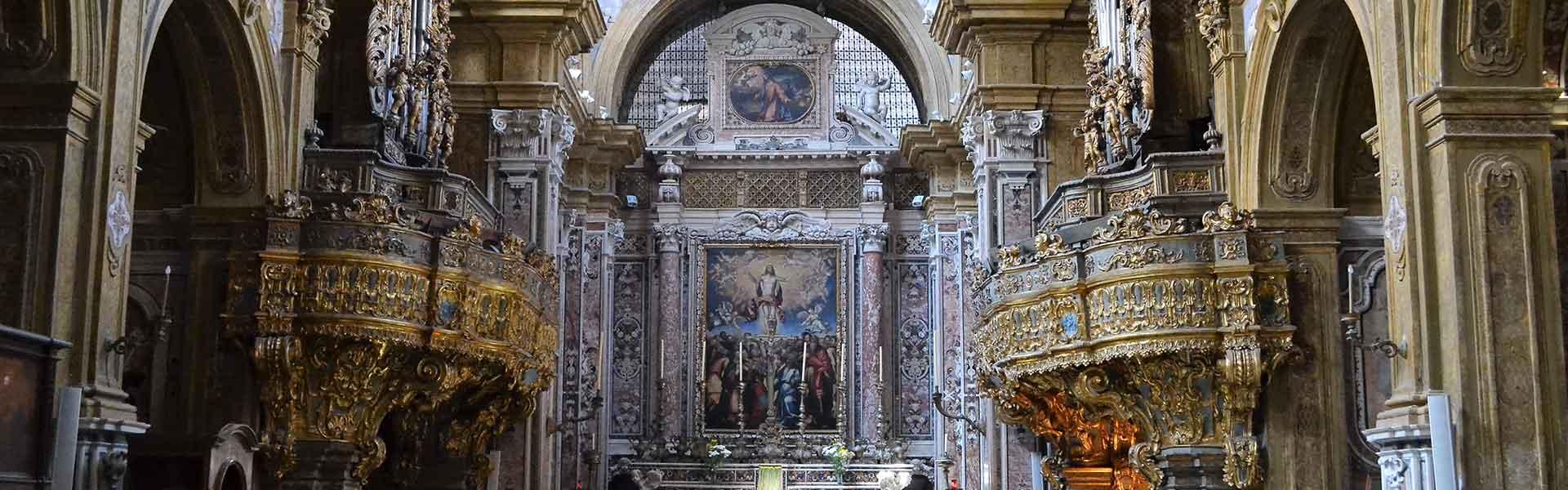 gli interni della chiesa di san gregorio armeno